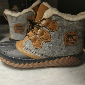 Sorel Girls Winter boots youth size 3 Gray Black NY1954-052 Waterproof