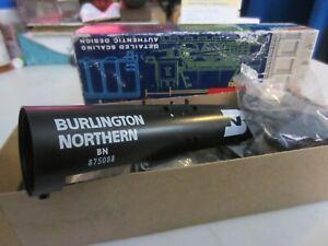 h o trains: New in box ROUNDHOUSE--BURLINGTON NORTHERN tank car kit
