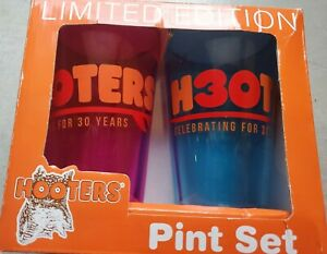 Hooters Pint Glass SET OF 2 Beer Mug Restaurant Collectible 30 years blue & pink