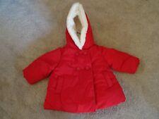 Next Baby Girl 3-6 mois Rouge Rembourré bordée de fausse fourrure col Veste/manteau NEUF