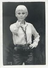 BRITT EKLAND-ORIGINAL PHOTO-GLAMOR-POINTING