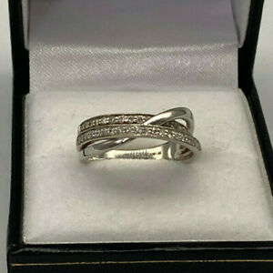 18ct White Gold Hallmarked 25pt Diamond Twisted Band Ring. Goldmine Jewellers.