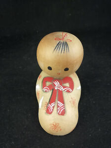 Small signed Kokeshi of a baby in a blanket - Japanese Wooden Doll - ca. 6 cm