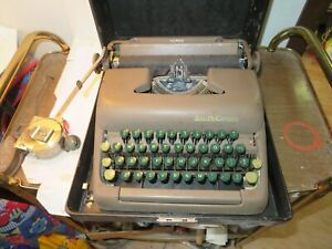 1949 Smith Corona Clipper Typewriter w/case - Serial: 5C129468 For Repair