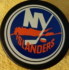 NEW YORK ISLANDERS ISLES VINTAGE USED  GAME PUCK CANADA OLD GEM NHL SLUG VICEROY