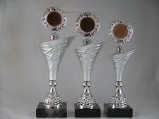 Pokal 3er Serie - inkl. Emblem & Schild mit Gravur - H 32,5/34,5/36,5 cm. Pokale