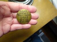 1941 JUVENILE STREET VENDOR SENIOR NEWSBOY Employee Pinback Badge CINCINNATI OH
