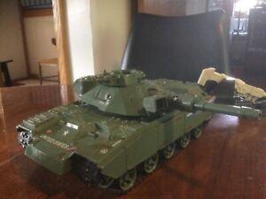 VTG.Tank Military GI Joe-ARAH-MOBAT HASBRO&Attached Gunner(1982)Only1 track runs