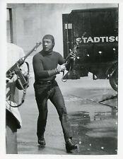 BRENDON BOONE STOCKING ON HEAD MACHINE GUN GARRISON'S GORILLAS 1967 ABC TV PHOTO