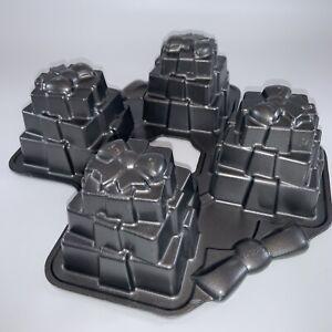 Wilton Dimensions Multi-Cavity PRESENTS Cake Pan Four Gifts Birthday Christmas