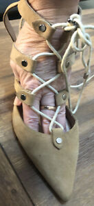 Siren Shoes Seashell Suede Size 8 new