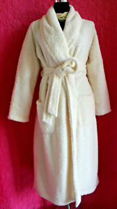 GILLIGAN & OMALLEY Ivory Shaggy Plush Robe + Tie Pockets Sz S to M Fleece Luxe
