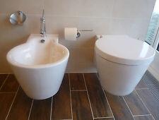 Duravit Starck 1 Wand-WC mit WC-Deckel und Wand-Bidet mit Bidet-Armatur, weiß