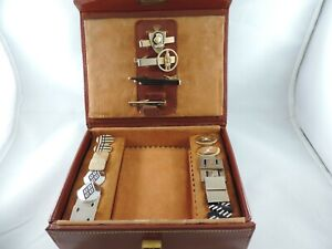 MEN'S VINTAGE 4 TIE CLIPS & 8 PAIR OF CUFFLINKS IN A BROWN LEATHER BOX