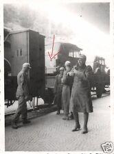 12482/ Originalfoto 7x10cm, Soldaten Bahnhof Brenner, Tropenuniform+Gerät 5/1943