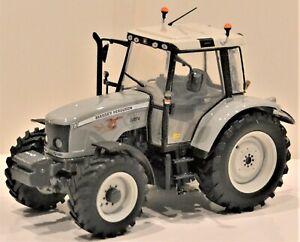 "Universal Hobbies - E.1/32. Massey Ferguson 5470 2009 ""Fauchi"". Réf. PES007."