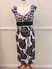 KAREN MILLEN BLACK/WHITE FLORAL/TULIP PENCIL DRESS + LARGE BACK BOW - SIZE 10