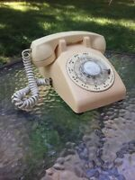 Vintage 1981 ITT Rotary Telephone Home Desk Phone Beige Tan Retro