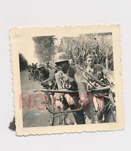 Foto WKII Wehrmacht Fahrrad Einheit Stahlhelm tarn #41