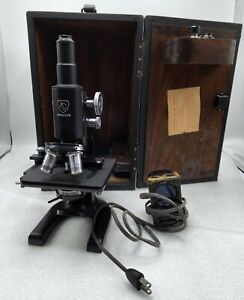 VINTAGE AO SPENCER AMERICAN OPTICAL ILLUMINATED MICROSCOPE #466549 with case.