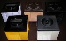 zahlreiche Aufbewahrungsboxen / -winkel für MC / Audio-Kassetten