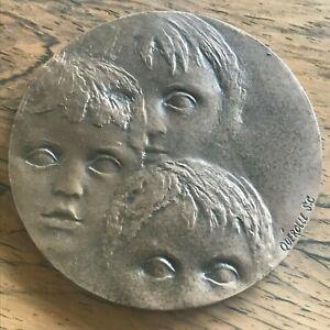 Médaille bronze SOS Villages d'enfants de France sculpteur Quérolle 1976 Medal
