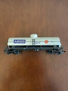 Tyco Tank Car ARCO Rd# GATX 697012 Light Gray Single Dome Tanker HO Scale