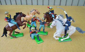 BRITAINS DEETAIL - US 7th CAVALRY MOUNTED TROOPERS - 1:32 / 54mm MADE IN ENGLAND