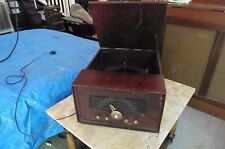 Vintage TravLer Phonograph & Radio Wooden Art Deco