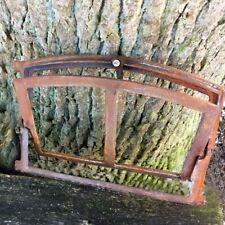 Kleines Eisenfenster zum Öffnen - Scheunenfenster Fenster Mauer Ruine Stall