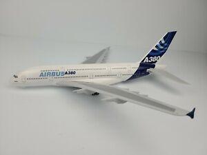 Hogan 1:200 AIRBUS A380 House Colors Plastic snap-fit Model Plane Aircraft
