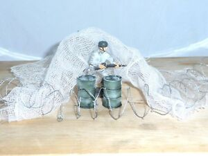 1/32 MILITARY PACK, 2 RESIN PAINTED OIL DRUMS, WINTER CAMO NET &BARBED WIRE COIL
