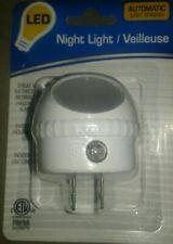 Night Light LED White..Plug in with Auto Sensor White Light Sensing Brand New