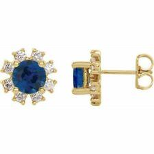 Chatham Sintético Zafiro Azul & .08 Ctw Diamante Pendientes En 14K Oro Amarillo