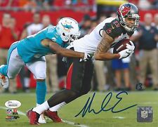 MIKE EVANS JSA CERTIFIED SIGNED TAMPA BAY BUCCANEERS 8X10 PHOTO AUTOGRAPHED.