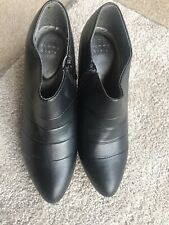 Black Shoe Boots Size 6  By Tommy & Kate  New