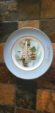 """Avon Christmas plate 1977 """"Carollers in The Snow"""" Wedgewood England"""
