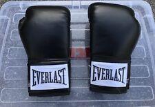 Everlast Black 8 oz Boxing Gloves