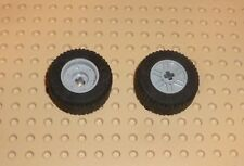 LEGO - WHEEL, 18 x 14mm w/ Axle Hole, Fake Bolt, LIGHT B GREY x2 (55982c03) TW42