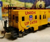 Athearn Union  Pacific caboose  RTR series bay window HO scale