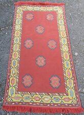 Semi antiguo europeo o Balcanes Costura Bordado Lana Alfombra Diseño curioso