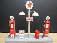 """ TEXACO "" GAS PUMP ISLAND DISPLAY W/GAS PRICE SIGN, 1:18TH, HAND CRAFTED, NEW"