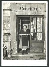 Robert Doisneau : La concierge, 1945 - cartolina formato 10,5 x 15 del 1987