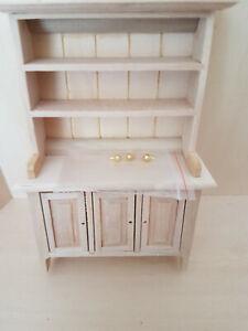 schöner Schrank / Regal mit Türen in Naturholz, 1:12 Miniatur, Puppenhaus