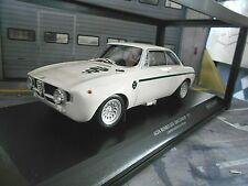 ALFA ROMEO GTA 1300 Junior GTam weiss white 1971 Breitbau RAR Minichamps 1:18