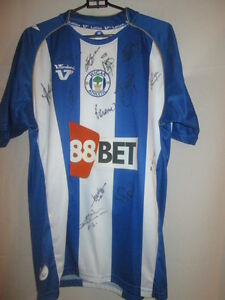 Wigan Athletic 2009-2010 Squad Signed Home Football Shirt with COA /20186