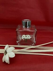 Reed Diffuser bottle with flower reed and natural reeds