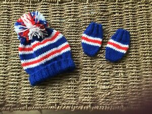 BRAND NEW HAND KNIT GLASGOW RANGERS FC POM POM HAT AND MITTS SET IN 0/3 MONTHS