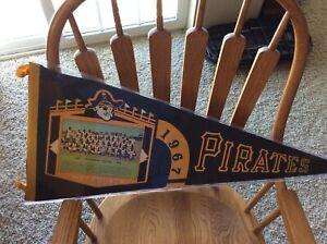 Pittsburgh pirates Pennant 1967 with photo Roberto Clemente Stargell Mazeroski