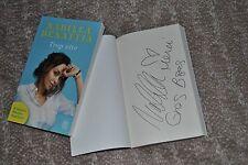 Autographe sur livre de Nabilla Benattia ( Trop Vite ) + photo